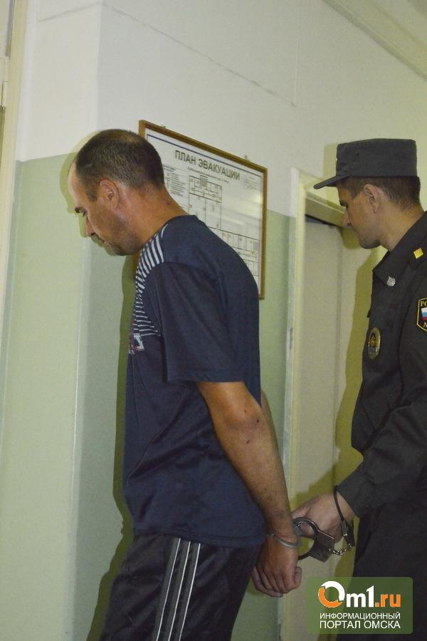 Убийцу и насильника девочки из Омской области посадили под арест