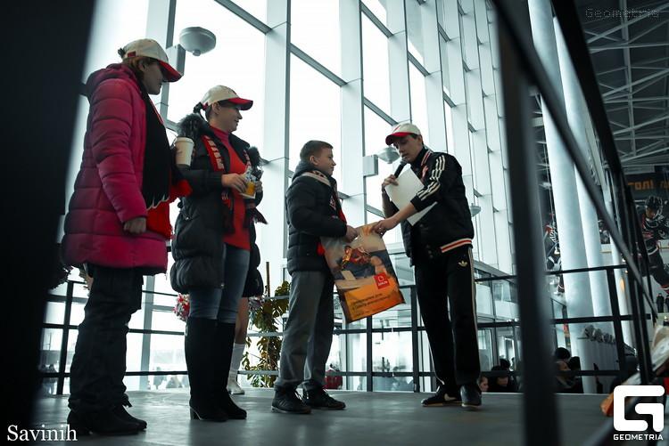 На старте плей-офф КХЛ болельщики получили более 2 000 подарков