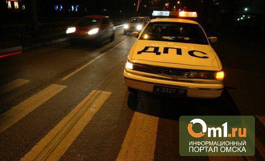 В центре Омска водитель Chevrolet NIVA сбил инспектора ДПС