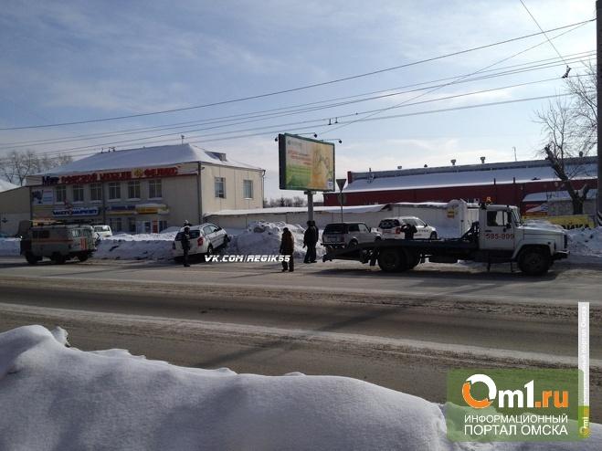 В Омске на 10 лет Октября в аварию попал дорогой внедорожник