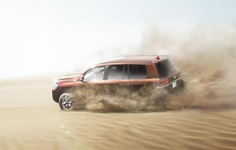 За старшим вслед: Toyota обновила Land Cruiser 200
