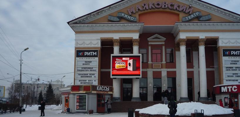 Пробки в Омске: у кинотеатра «Маяковский произошло ДТП, ищите объездные пути