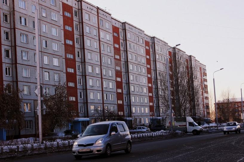 В Омске врач выбросился из окна своей квартиры