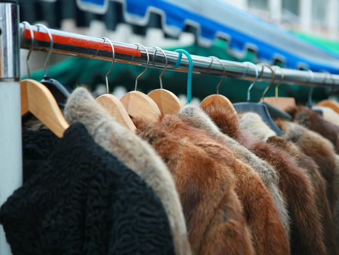 Зима близко: омич наворовал шуб и курток на 1 млн рублей