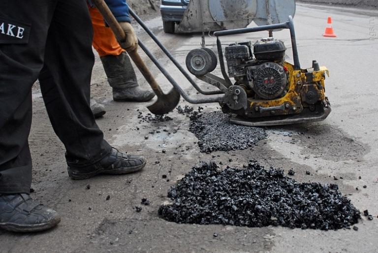 На ямочный ремонт дорог в Омске потратят 64 млн рублей в 2015 году