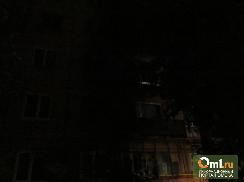 В Омске на Молодогвардейской горела пятиэтажка: 25 жильцов эвакуировано