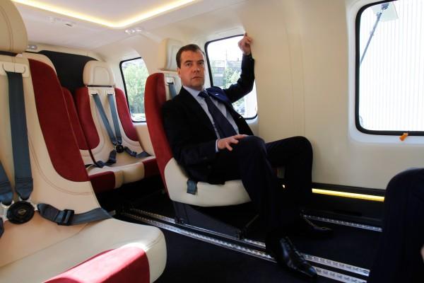 Зачем в Омск прилетел Медведев?