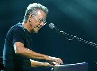 На 75-м году жизни умер клавишник The Doors Рэй Манзарек