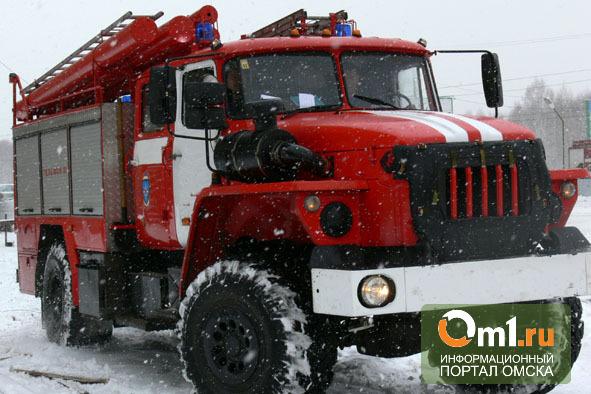 В Омской области сгорел трехквартирный дом