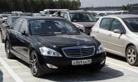 Российские чиновники смогут ездить на авто только двух брендов