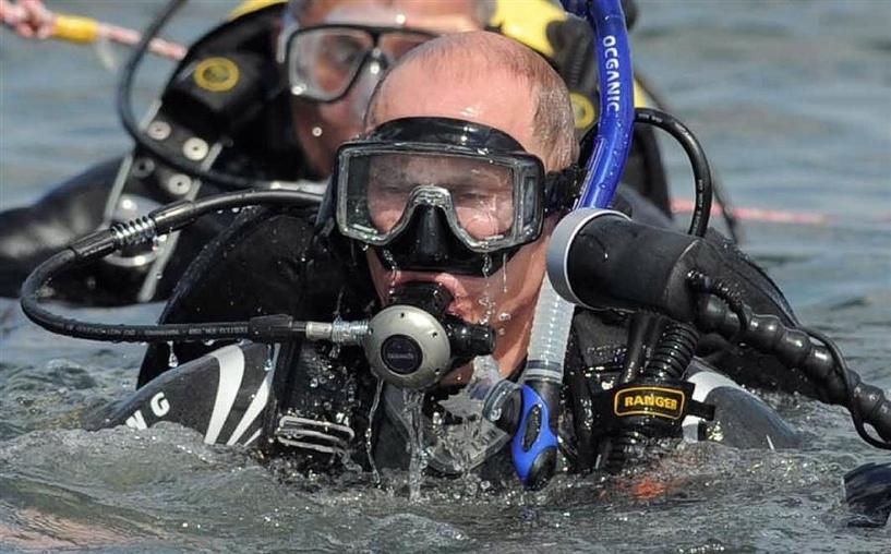 Владимир Путин исследует Крым со дна Черного моря