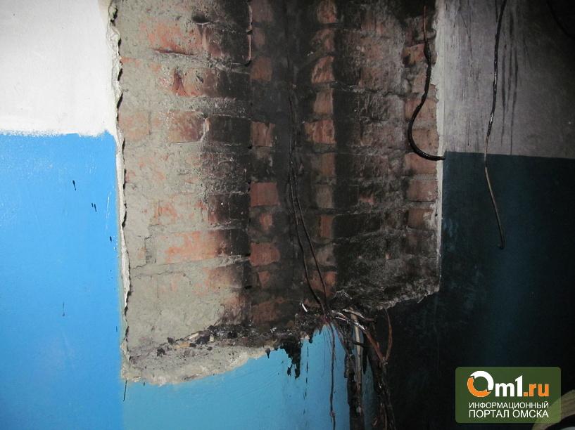 В Омске эвакуировали дом из-за горящей на девяти этажах проводки