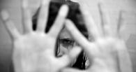 В Омской области спортсмен изнасиловал мать троих детей