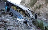 В Таиланде автобус сорвался в ущелье: погибли 32 человека