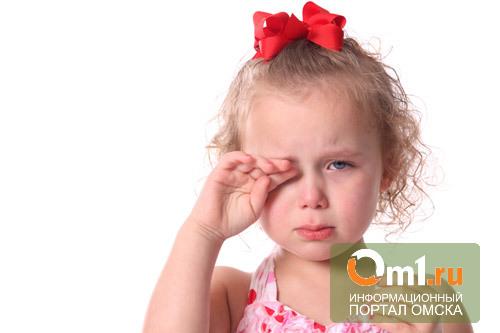 10-летняя омичка, избитая отчимом, до сих пор в реанимации
