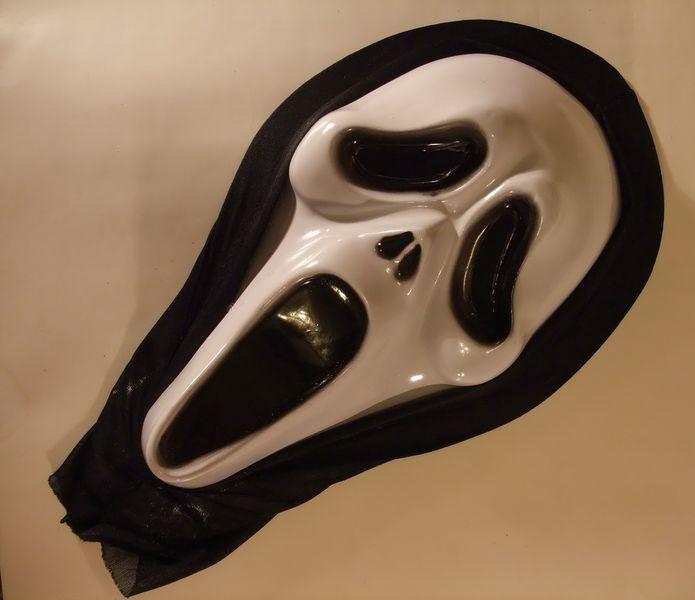 Омич пытался ограбить магазин в маске маньяка из фильма «Крик»