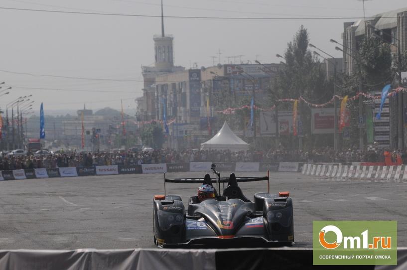 Чтобы увидеть гонки на Масленникова,омичи лезли на крыши