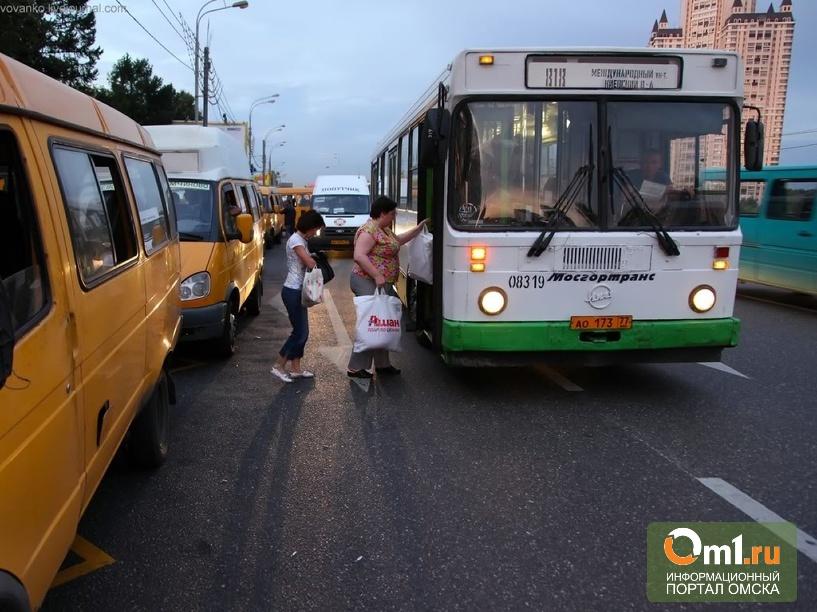 В Омске водителей маршруток учат правильно высаживать пассажиров