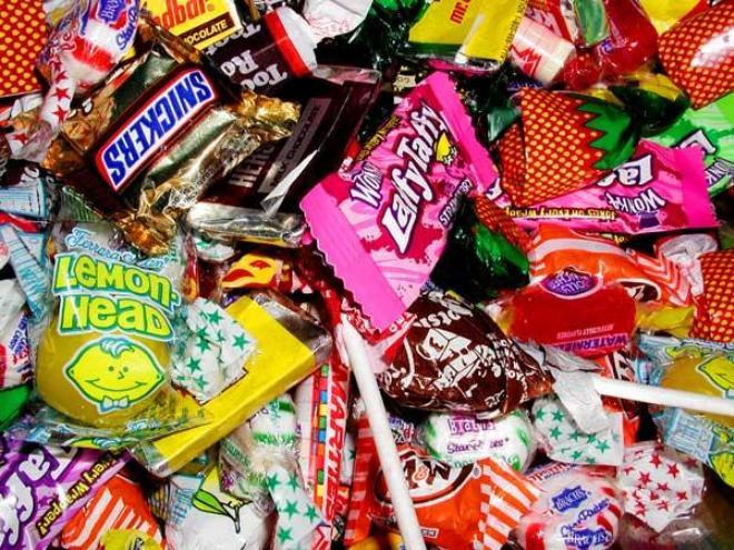 Омичам предлагают обменять сигареты на конфеты