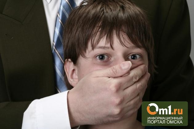 В Омске учитель истории раздевал и трогал подростка в качестве наказания