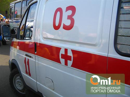 В Омске КамАЗ врезался в пассажирский автобус