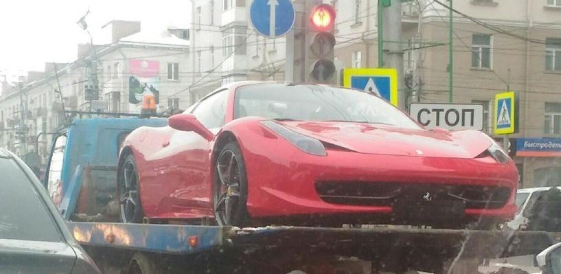 Красный Ferrari Куляша увезли на эвакуаторе