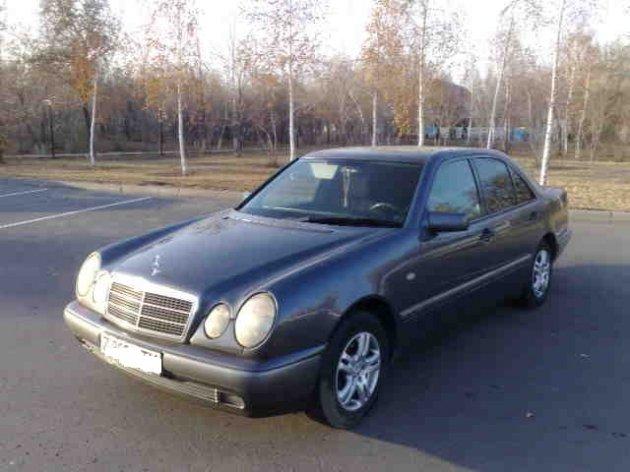 Омич купил для дочери Mercedes-Benz, а он оказался под арестом судебных приставов
