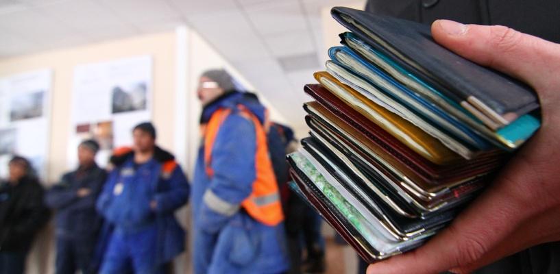 Житель Омского района зарегистрировал в своей квартире 70 гастарбайтеров