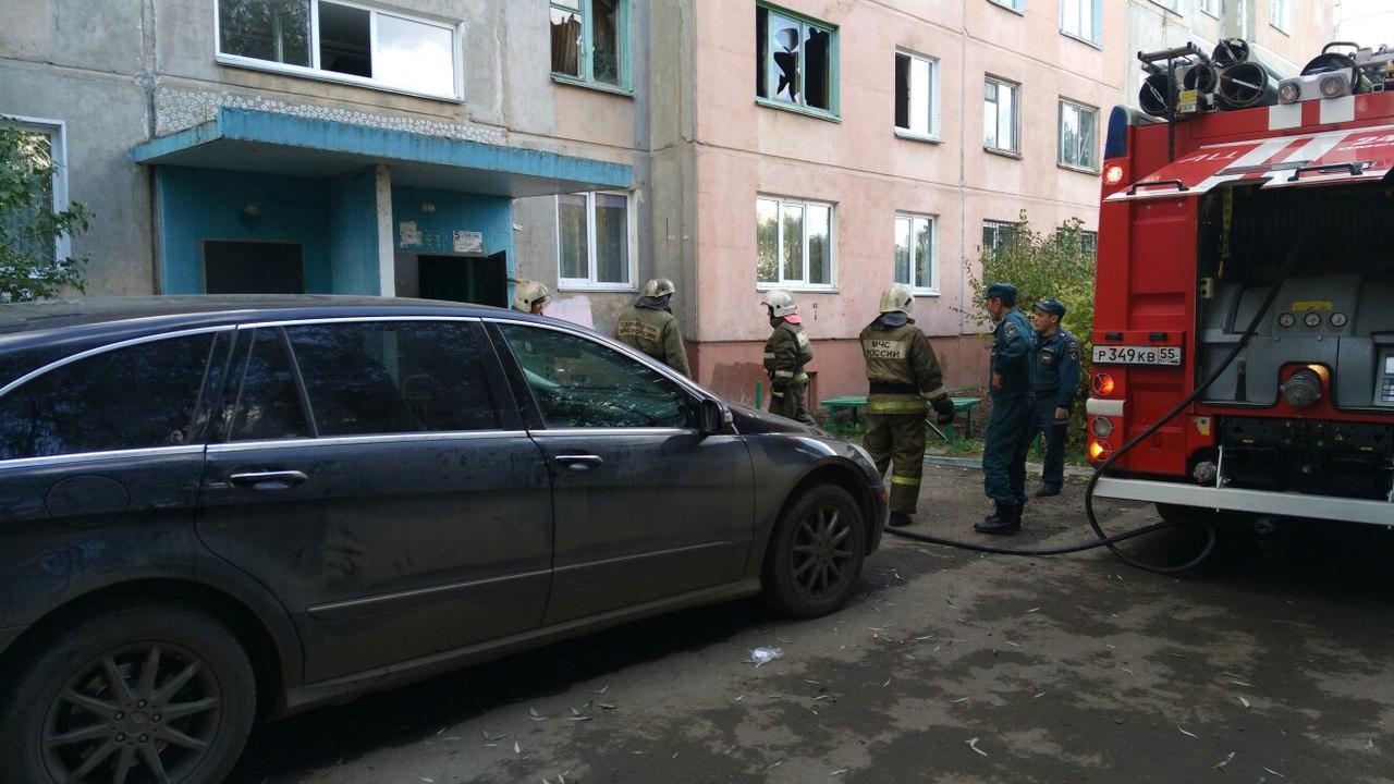 Омич поймал 7-летнюю девочку, выпрыгнувшую изокна впожаре