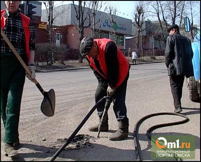Мэр Омска предложил дорожникам ускориться