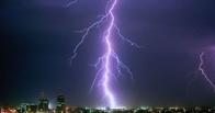 Метеорологи научились предсказывать погоду по молниям