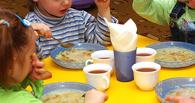 В детском саду в Омске детей кормили сырыми продуктами и компотом с песком