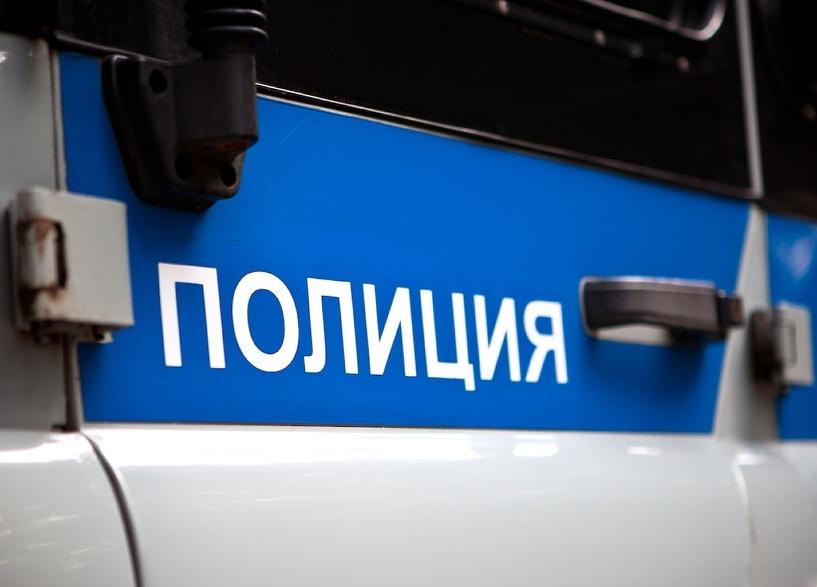 Я не вор, меня заперли: на омском рынке поймали вооруженного мужчину