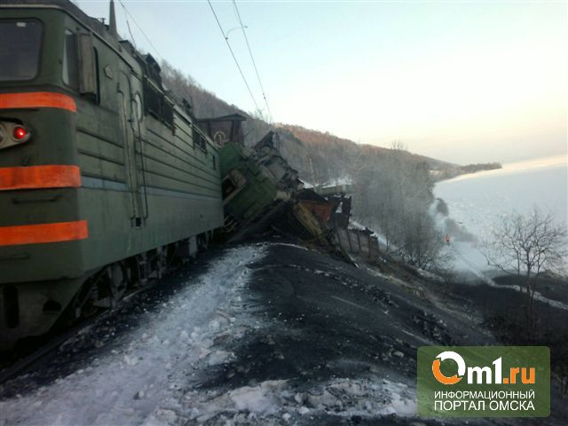На Транссибирской магистрали грузовой поезд сошел с рельсов