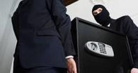 В Омской области семейная пара украла деньги из сейфа, чтобы погасить кредит