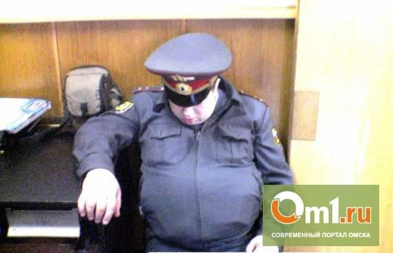 Омских полицейских отругали за сон на работе