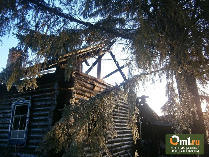 В Омской области из горящего дома спасли 57-летнюю женщину