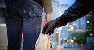В Омске иностранец напал на пенсионерку и украл духи