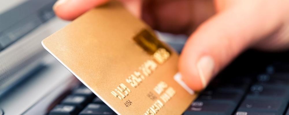 Бдительность и контроль. Как омичам защитить свои сбережения на банковских картах от мошенников?