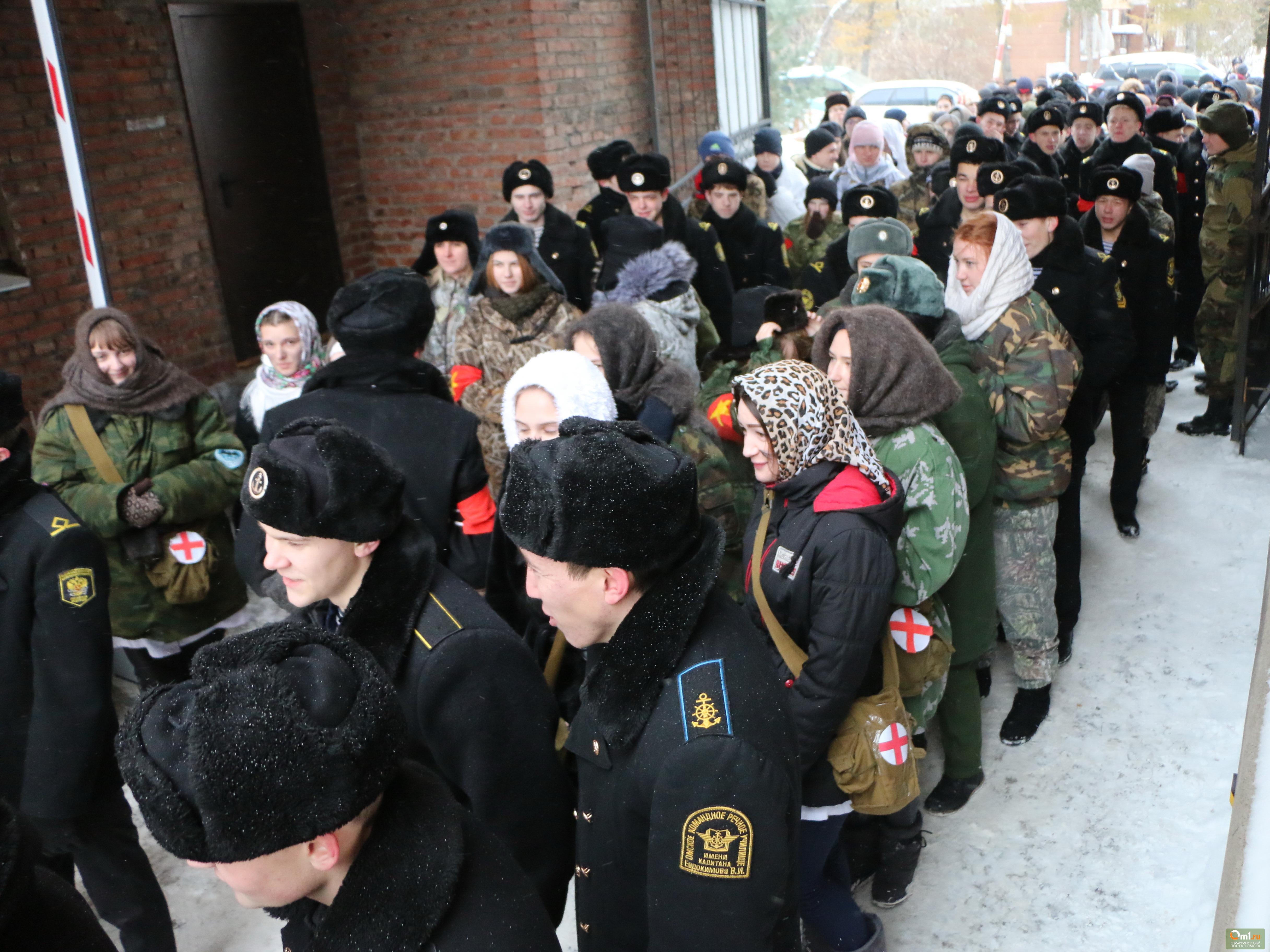 Студенты колледжа Омского медицинского университета реконструируют Севастопольское сражение
