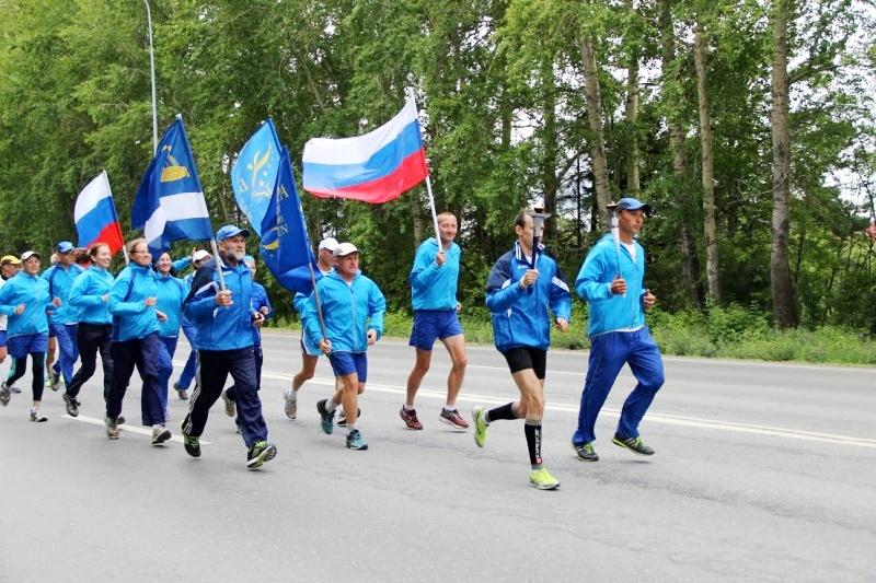 13 марафонцев эстафеты «Бег Мира» прибыли в Омск