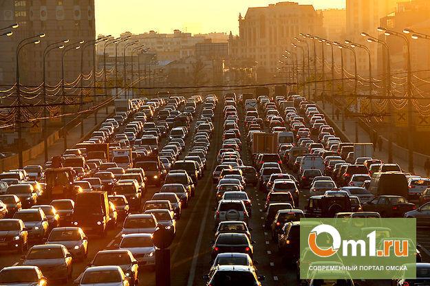 Самая длинная пробка в Омске растянулась на 5,4 км до шоссе М-51
