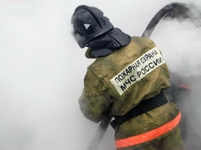 Спасатели эвакуировали 35 человек из двух горящих домов