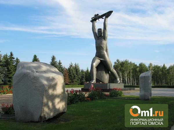 Из-за дождей памятники в Омске пришлось красить повторно