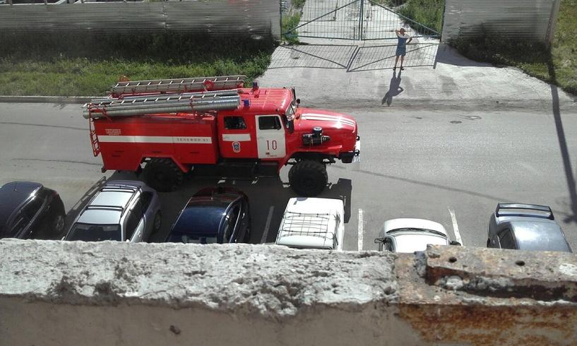 В Омске из-за банки с водой на подоконнике едва не сгорела квартира