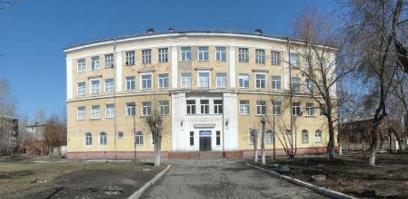 Прокуратура заставила мэрию Омска отремонтировать потрескавшуюся гимназию