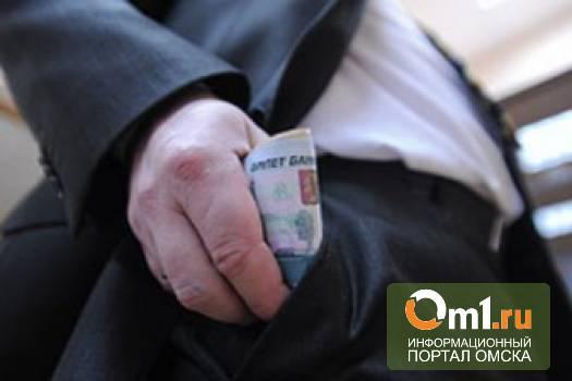 В Омске чиновник попался на взятке в 200 тысяч рублей