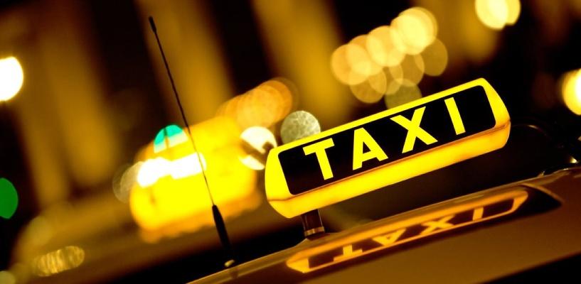 Омский таксист украл у клиента фотоаппарат за 16 тысяч рублей