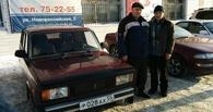 Омичу, у которого сожгли «Москвич», вручили ключи от новой машины