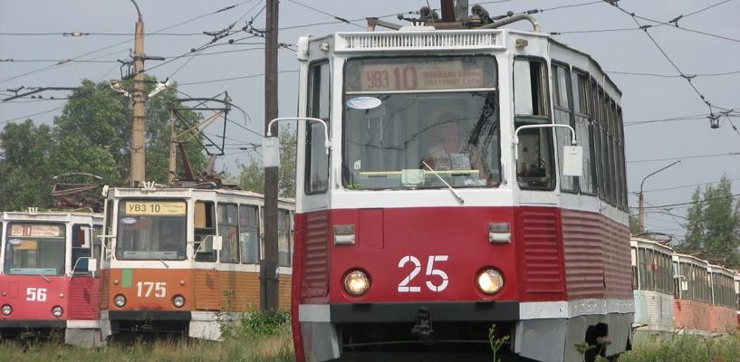 В центре Омска женщина попала под трамвай